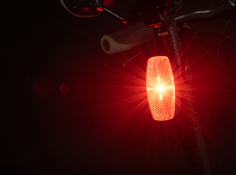 Rear light with AAA battery, build in reflector
