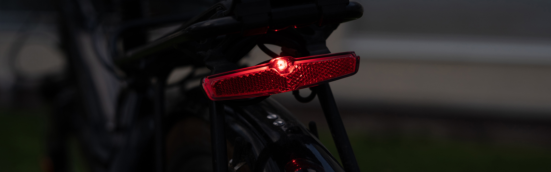 Sate-lite CREE ebike light ISO6742-1 AS GB BS eletric bike tail light with ECE reflector mount on rear render